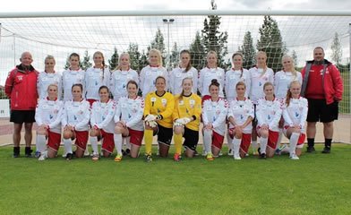 Chantel (front left, yellow jersey) and her Icelandic club Thor/KA.